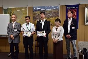 パラリンピックホストタウンフレーム切手贈呈式 (17).jpg