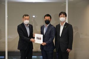 新潟国道事務所_祢津所長(手交) .jpg
