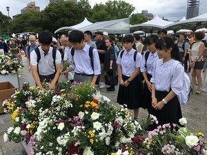 s-献花の様子.jpg